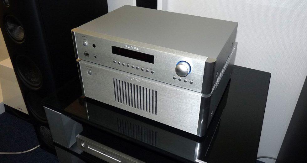 Power ampli Rotel RB-1582MKII mang chất âm ấm áp của người Anh