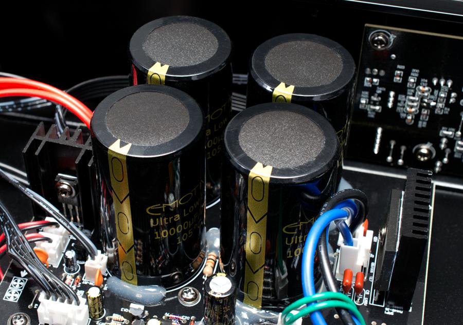 Power ampli Emotiva BasX A-800 chat