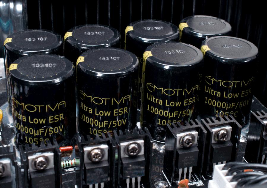 Power ampli Emotiva BasX A-5175 chat